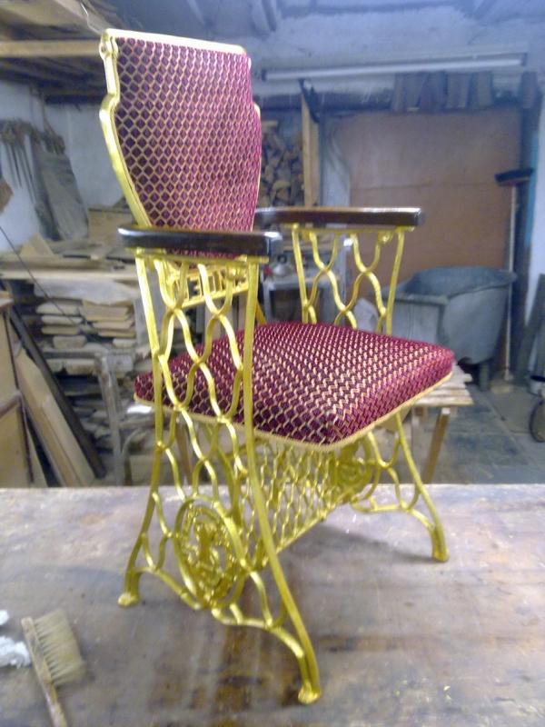 кресло из станины швейной машинки singer