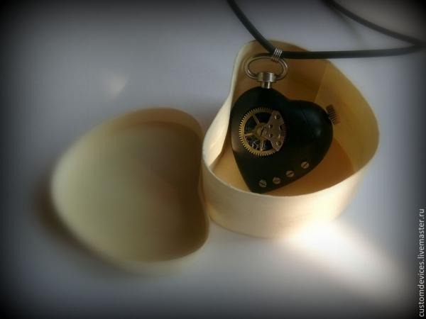 Флешка-кулон Das schwarze Herz 32 Gb