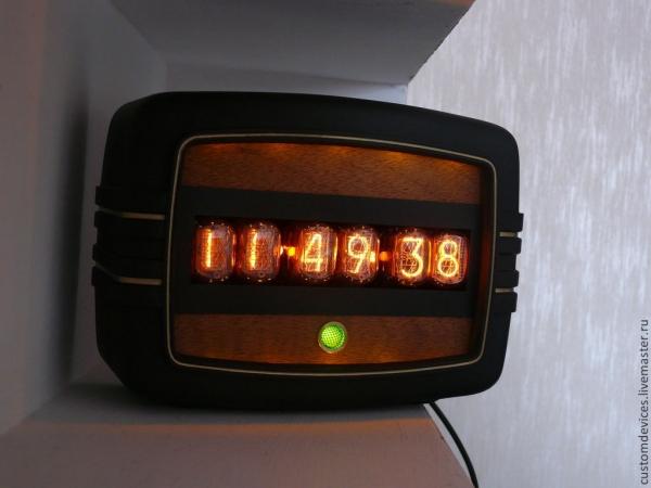 Часы в корпусе от радиоточки Арфа.