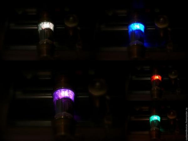 Пара флешек с RGB светодиодом.