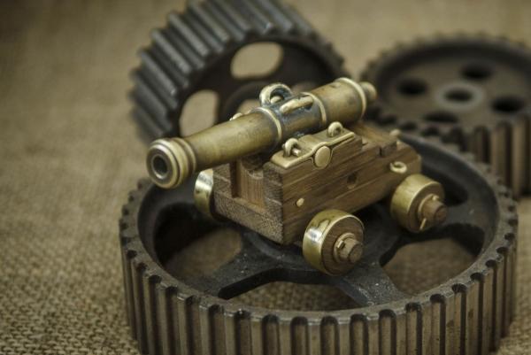 12-фунтовая корабельная пушка.