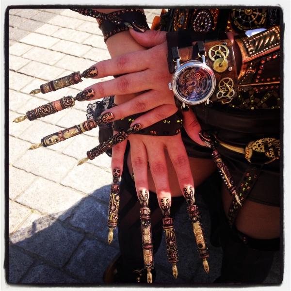 """Модель представлена на чемпионате мира по дизайну ногтей, в номинации полный модный образ """"высокая мода"""""""