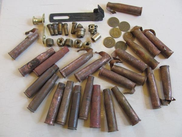 Набор для творчества - латунные гильзы,монеты и другие девайсы.