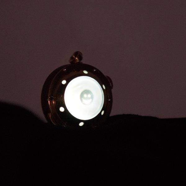 Кулон с подсветкой