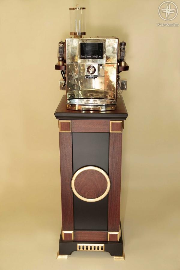 Кофеварка на тумбочке.