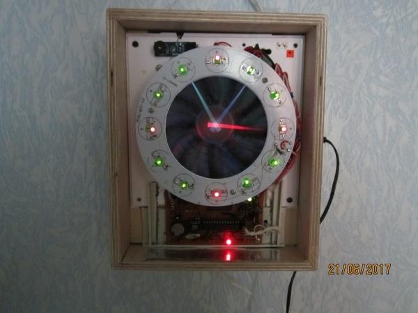 самодельные часы из вентилятора
