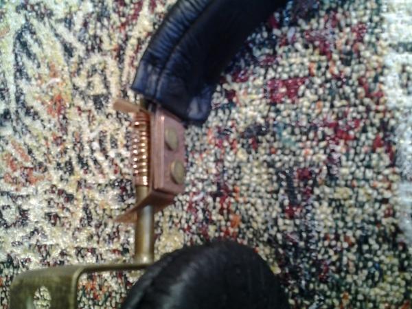 Стереотелефоны (наушники) с легким налётом стимпанка.