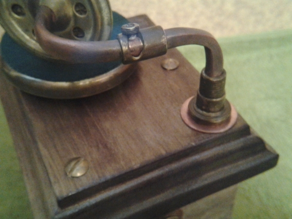 Граммофончик-сувенир.