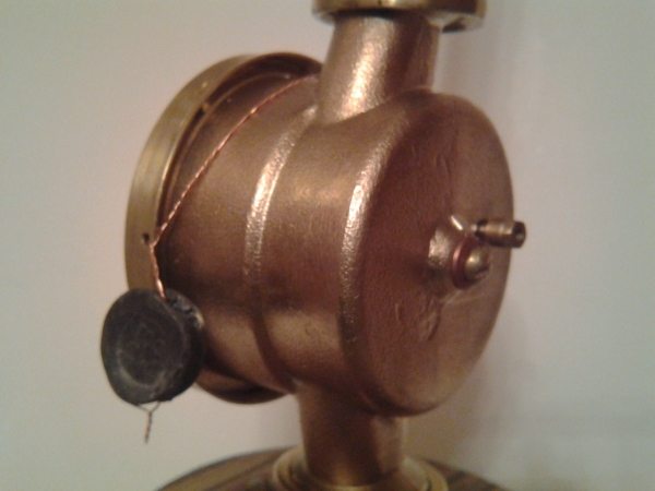 Часы старого водопроводчика из дохлого водосчётчика. :)  (С подсвечником.)