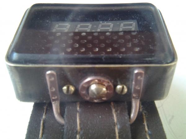 Часы наручные на светодиодной матрице.