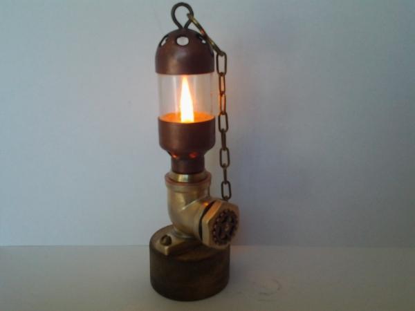 Простая масляная лампа.