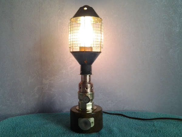 Настольная лампа-ночник.