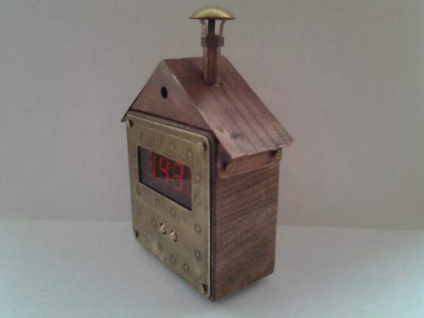 Настольно-настенные часы-будильник Избушка.