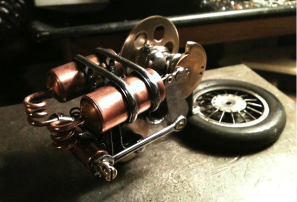 Серебряный Зверь Спортивный автомобиль с паровым двигателем.