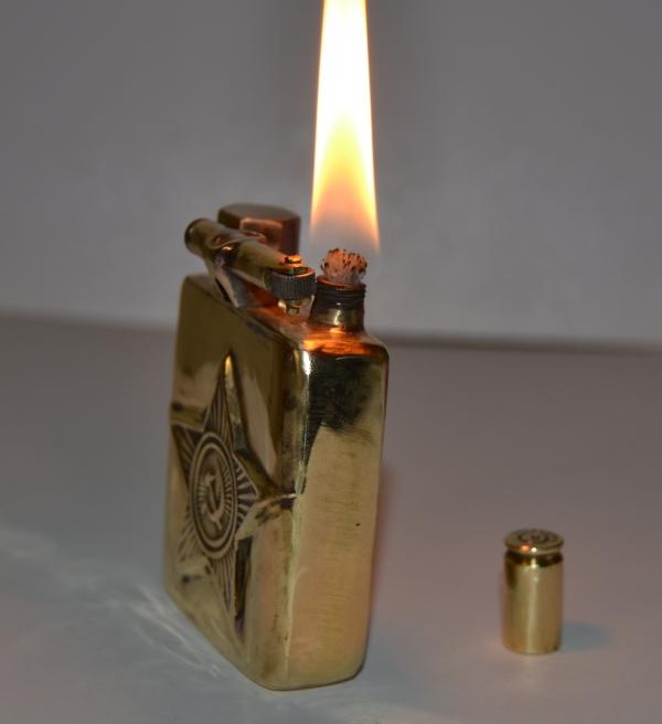 Бензиновая зажигалка Дембель