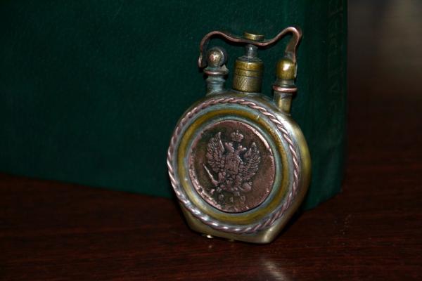 Викторианскаязажигалка с манетами.