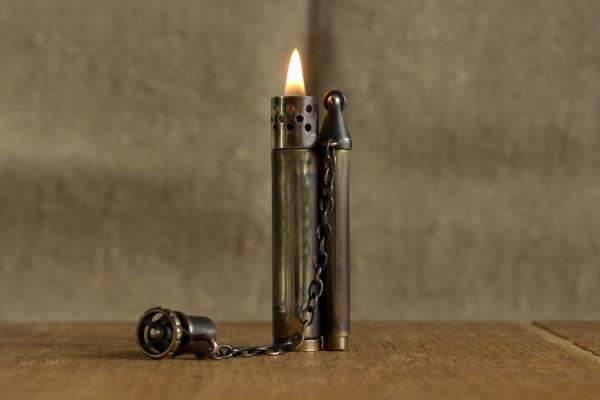 Зажигалка-свеча