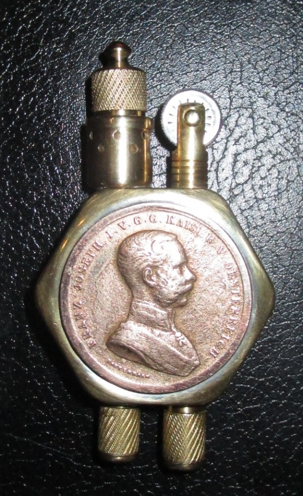 зажигалка с медалью