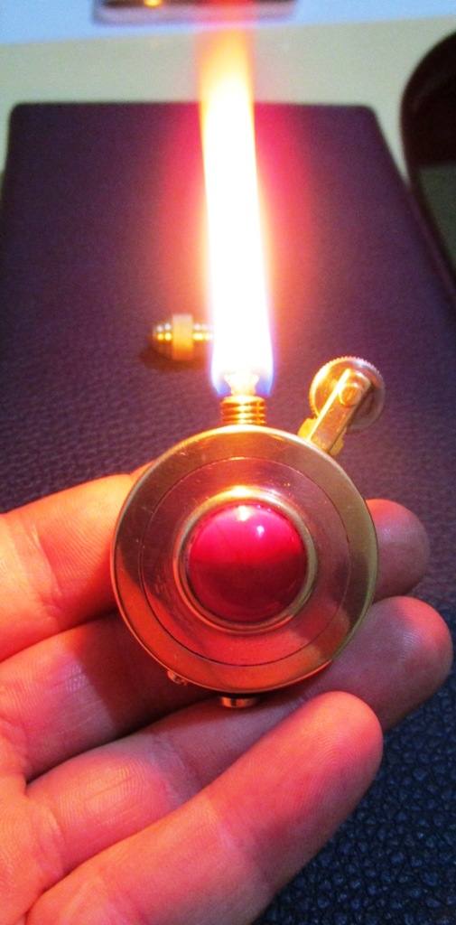 зажигалка с камнем