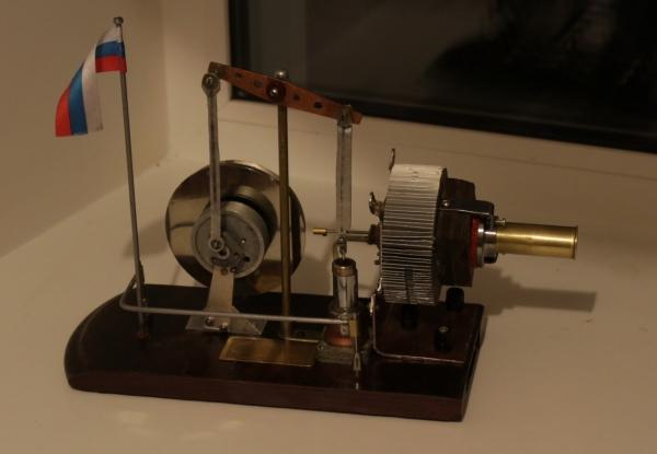 Двигатель Стирлинга из подручного материала