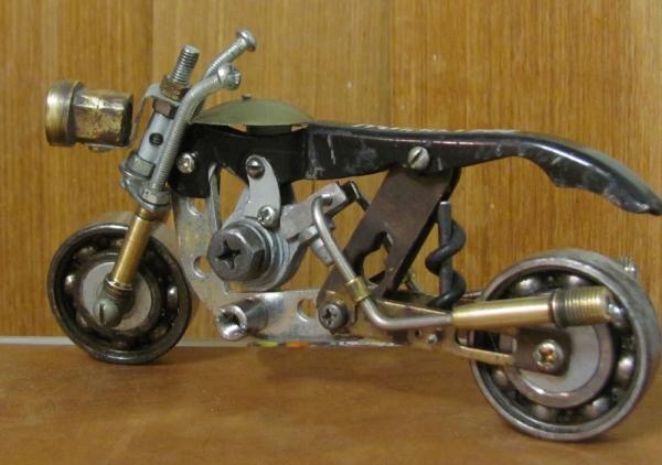 Модель мотоцикла из штопора