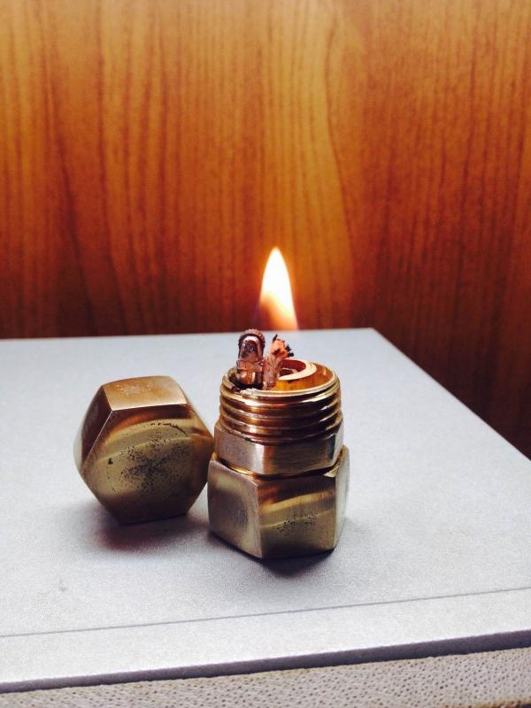 Первая зажигалка.