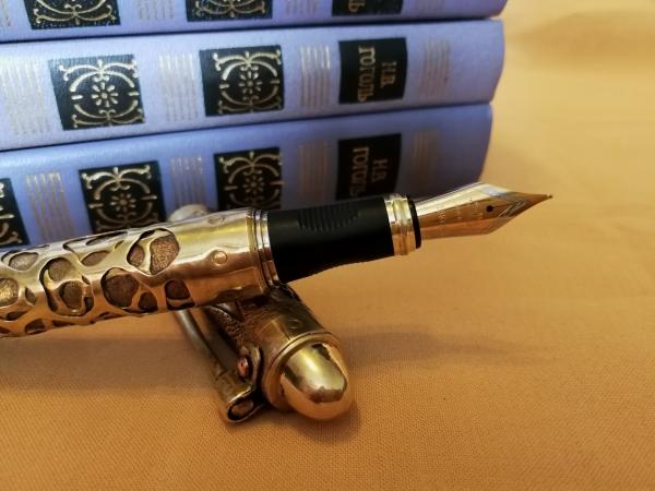 Ручка перьевая.