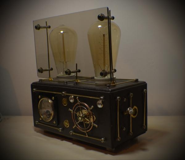Стимпанк лампа с вольтметром и лампой Эдисона
