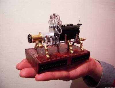 Миниатюрные действющие модели кинопроекционной техники мира.