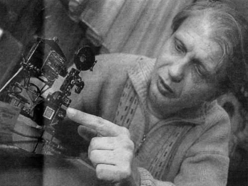Миниатюрные и микроминиатюрные действующие модели кинопроекционной техники мира.