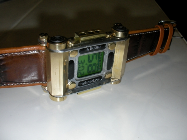Наручные часы Луна-9. Не стимпанк.