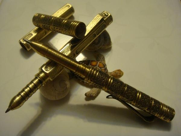 Пара инструментов для письма