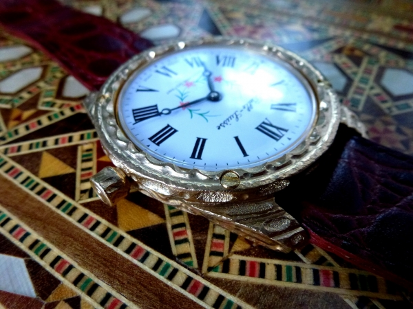 Эмаль и бронза. Наручные часы.