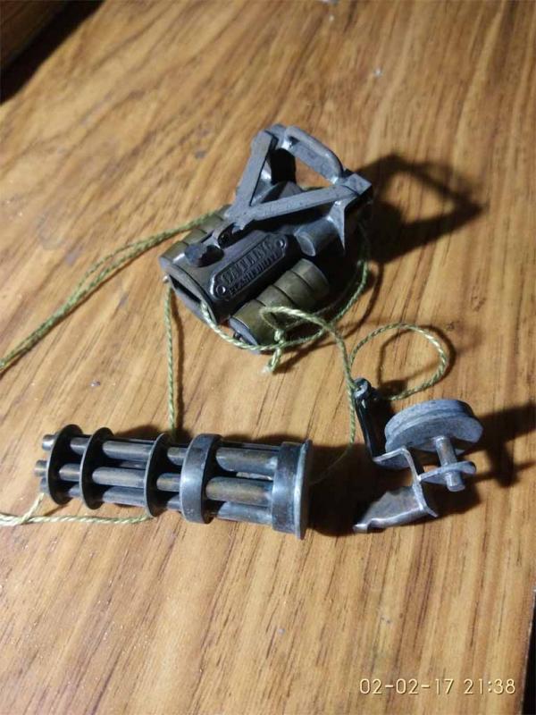 Флешка Пулемет Гатлинга с выдвижным механизмом.
