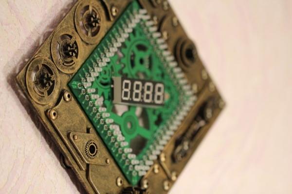 Часы на светодиодных индикаторах с визуальными эффектами.