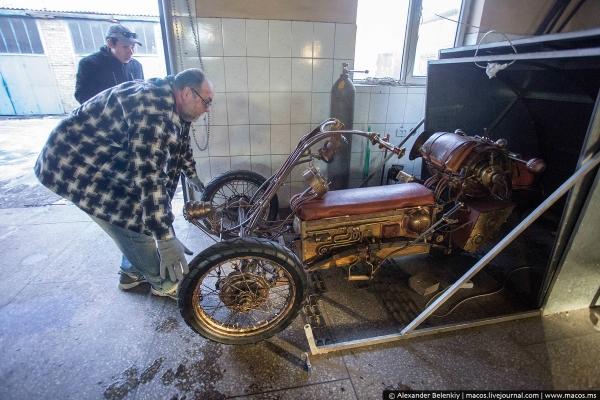 Мотоцикл в стиле стим-панк...