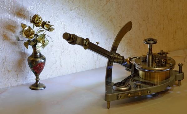 Светильник из микроманометра...