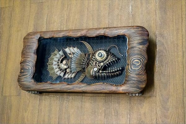 Механическая рыба в коробке