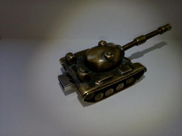 Флешка-танк другу-танкисту на день рождения.