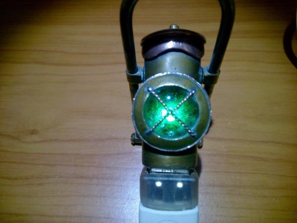 Флешка-фонарь по стопам sa977