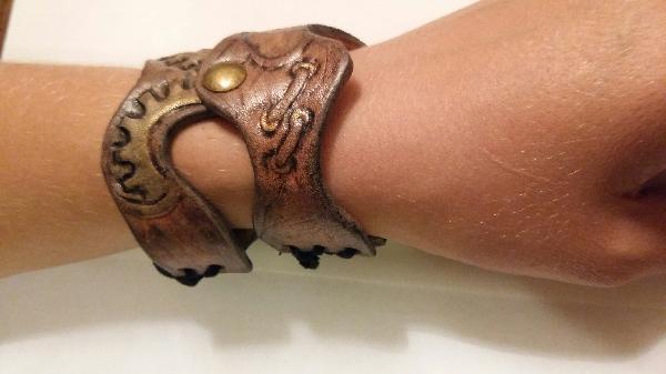 браслет,тиснение по коже