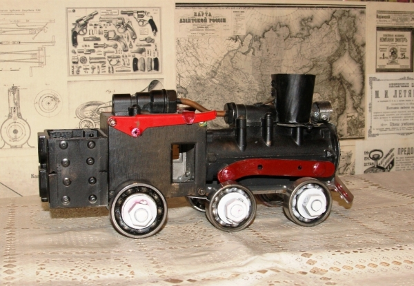 Игрушка-паровоз для внука.