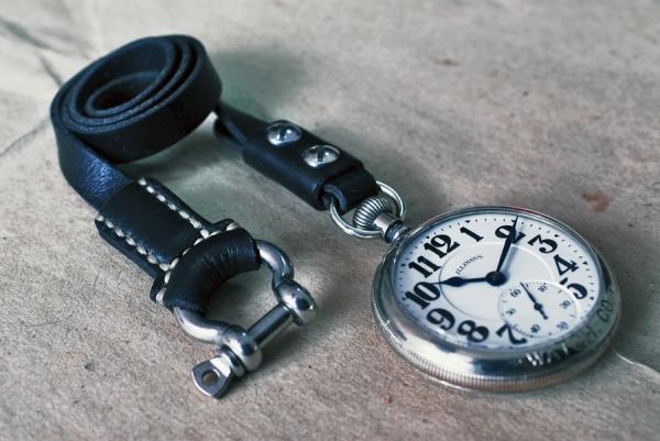 Кожаный шнурок для карманных часов. Первый вариант.