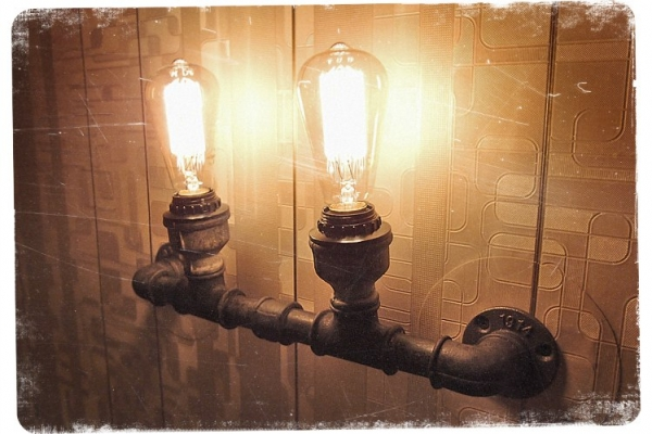 Лофтовый светильник из советских чугунных фитингов