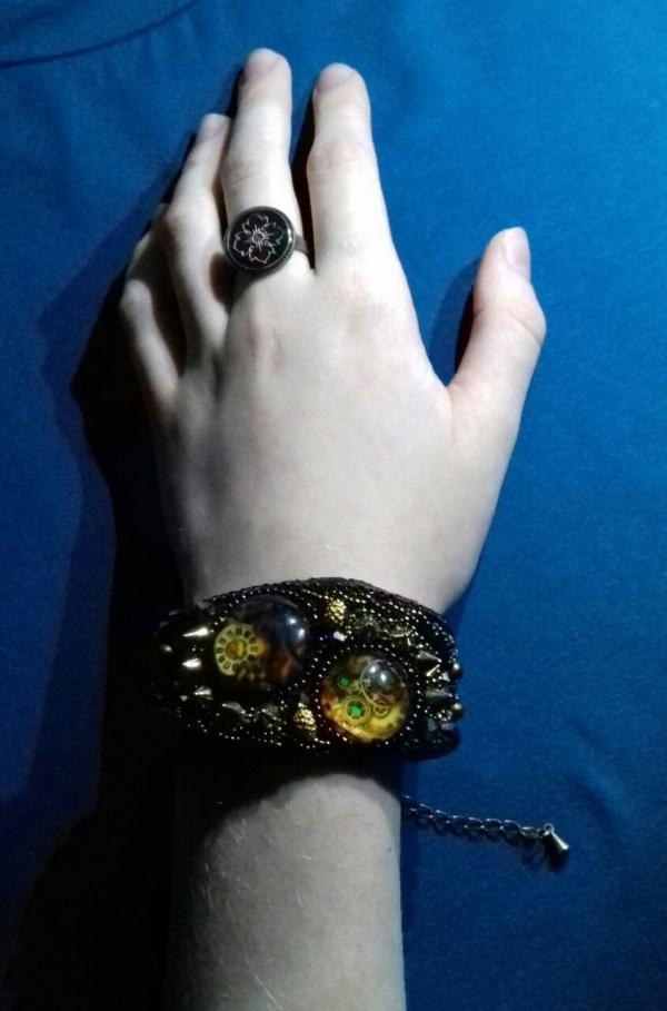 Вышитый бисером браслет в стиле «Стимпанк»