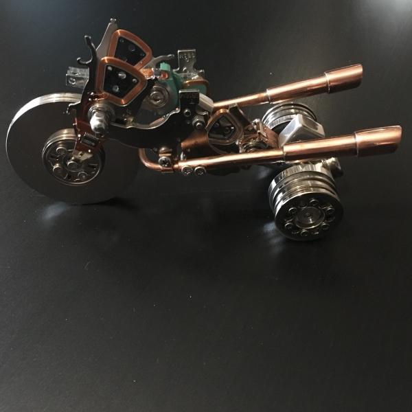 трицикл из компьютерных деталей