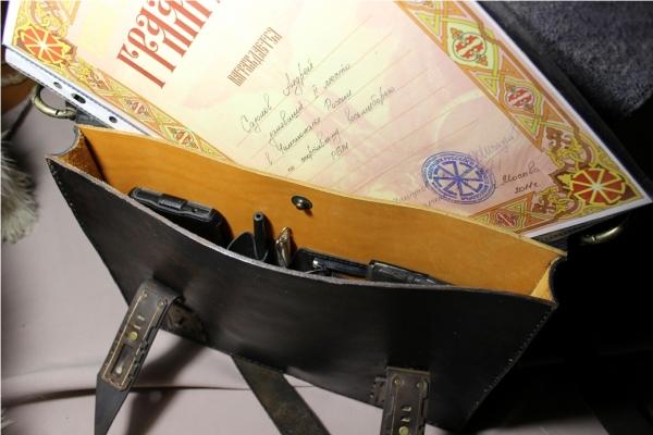 сумка кожа сшита вручную с тисненными элементами 2