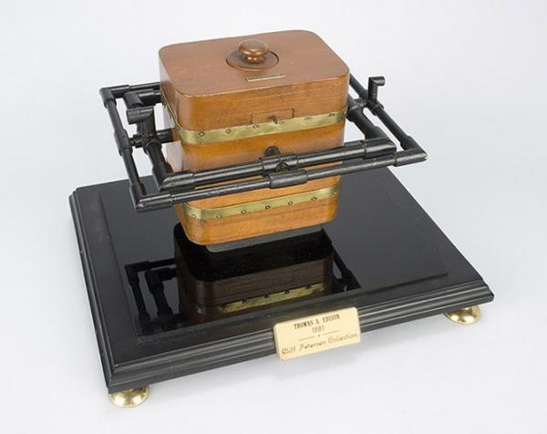 Устройство для производства нитей ламп накаливания