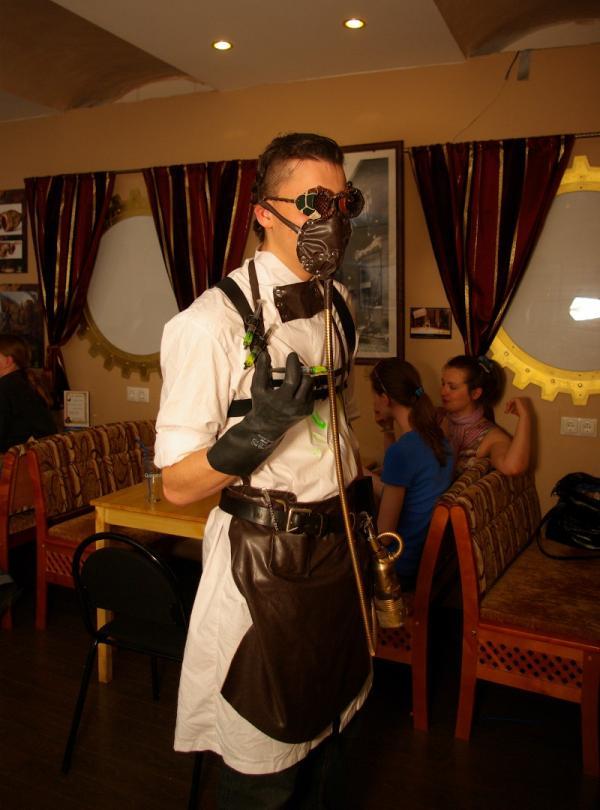 Человек-Хобот, победитель конкурса костюмов