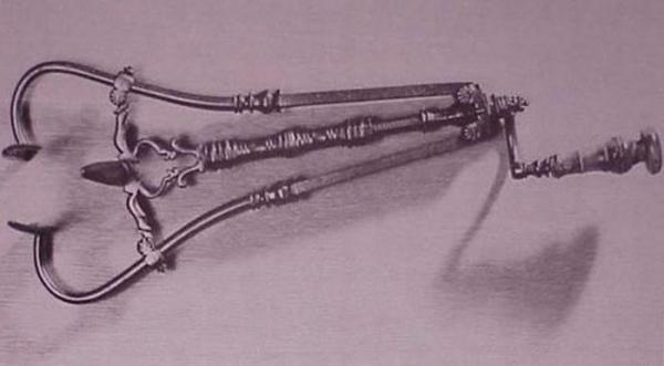Старинные хирургические инструменты